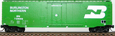 N Scale Micro Trains Rivet-Side Mechanical Reefer in Burlington Northern Road
