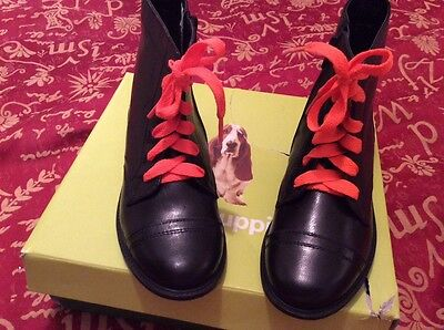 New girls leather boots size 1s great school shoes.