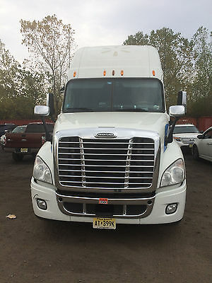 2011 Freightliner CASCADIA 125 with Thermo King APU***