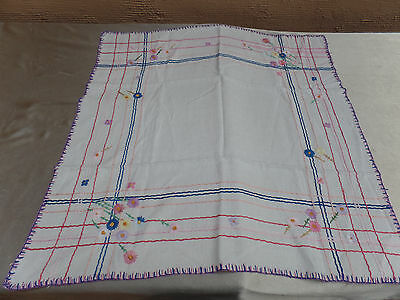 Vintage Embroidered Table Center Piece Cloth 33 X 33 Beautiful Item Cute