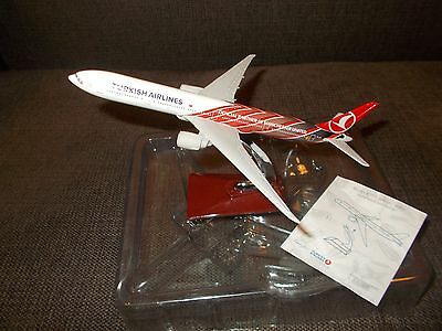 Rare 1/400 Turkish Airlines Boeing 777-300 Manchester United metal model