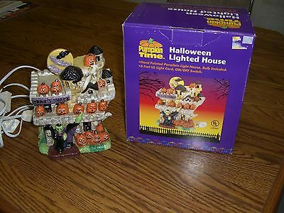 """Halloween Lighted Porcelain House/Drac's Shack/6' Cord (On/Off Switch) (7.5"""" H)"""