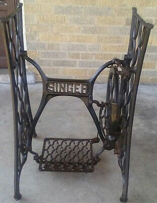 Antique Singer Sewing wheel (All original/pedal & wheel fully functional)