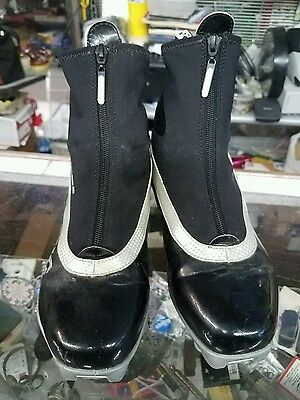 Atomic xcruise 40 Cross Country Ski Boot ISOSHIELD Sport Skate  Size 9