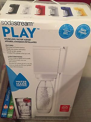 SODASTREAM PLAY HOME DRINKS MAKER - Excellent condition, no gas.