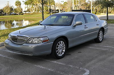 2007 Lincoln Town Car Signature Series 2007 Lincoln Town Car Signature Series 4.6L**ONLY 69K MILES**EXTRA CLEAN**