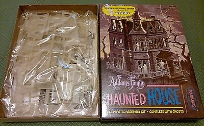 Polar Lights Addams' family haunted house glows in the dark ex Aurora