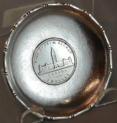 OLD WAI KEE CHINESE EXPORT SILVER DISH WITH 1939 CANADA SILVER DOLLAR 64 g
