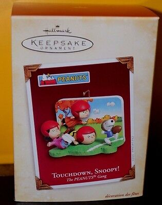 2005 Hallmark Ornament - The Peanuts Gang - 'Touchdown Snoopy' - Football - NIB