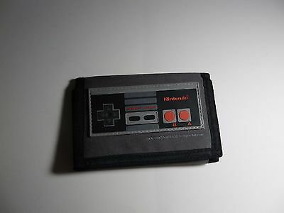 Licensed Nintendo Tri-Fold NES Wallet * MINT CONDITION * **FAST FREE SHIPPING**