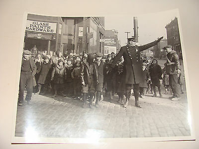 1920s Chicago Police Dept Officer photo Schoolboys Crossing Street 8 x 10
