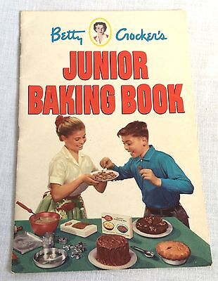 1953 Betty Crocker's Junior Baking Book Baking Set Product Pictures Vintage
