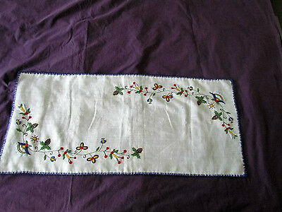 Runner table Scarf Dutch folk Art hand embroidered Floral Abstract Linen