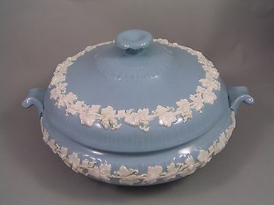 Wedgwood Queensware Embossed White On Blue Grape & Vine Vegetable Tureen A/f.