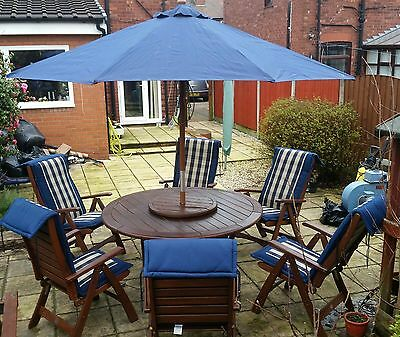Garden furniture table and 6 chairs