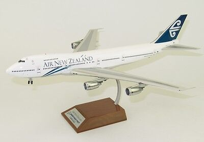Inflight 200 Air New Zealand Boeing 747-200 Zk-Nzy With Stand Scale 1/200
