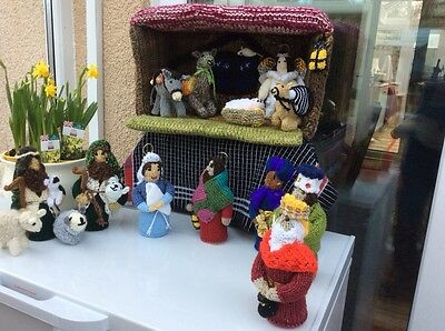 HAND KNIT 'UNIQUE DESIGN' NATIVITY SET WITH STABLE (16 items in total)