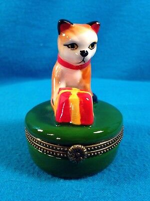 Magnifique Curiosite Small Cat Tinket Box Article No. 23 Art Form Collectible