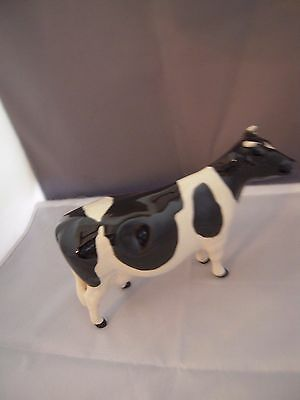 Beswick  Fresian Cow CH Claybury Leegwater. 7.5 in Long. Chip to right ear.