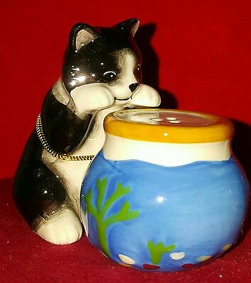 Westland Mwah Cat and Fishbowl salt & pepper magnetic figurine new in box