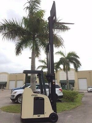 2007 Crown Electric Forklift Rc5500 3,000 Lb Capacity  Triple Mast  New Tires