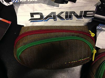 Dakine Rasta  Hip Pack, Fanny Pack with 3 Pockets!!