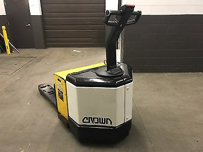 2006 Crown 6000 Pound electric Pallet Jack/Forklift-WE WILL SHIP!-314 HOURS!!!