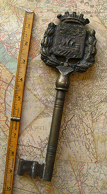 "HUGE 9"" - 1.1 LB Vintage Antique Old Brass Skeleton Key Viking Ship Crown Bow"