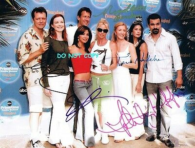 Desperate Housewives - Hand Signed By 5 Cast Photo With Coa - Signed 8X10 Photo
