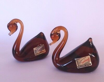 2 VINTAGE PILGRIM GLASS SWAN FIGURINES Brown Amber HAND MADE Original Stickers