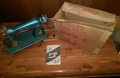 """Vintage Singer sewing machine Model """"Belvedere"""" in 15CHBR Box with Manual"""