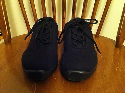 women's size 9 Capezio brand dance shoes Black Canvas Lightly used dancer sweet