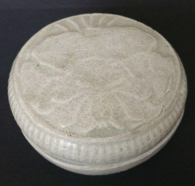 Rare Yuan Dynasty Qingbai flower motif cover box 14-15th  Century
