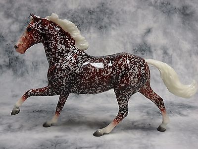 Breyer * Holly * 712166 Holiday Decorator Web Special Traditional Model Horse