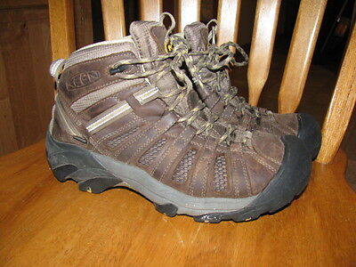 Womans Keen Boots size 8.5