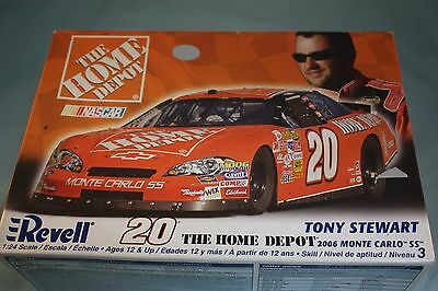 Revell Nascar Tony Stewart The Home Depot 2006 Monte Carlo SS 1:24 Model 85-2029