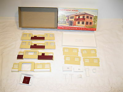 Plasticville O&s Scale Apartment House #1907 198, Complete, Ob