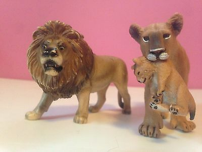 Schleich Wildlife Figurines Lion Family with Lioness holding her cub RARE!!