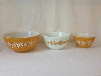 Vintage Pyrex Butterfly Gold Pattern Mixing Bowls Oven Ware Set of 3