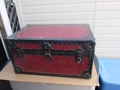 VINTAGE TRUNK CHEST GREAT LOOK  29 x 18 x 14 NICE LOOK
