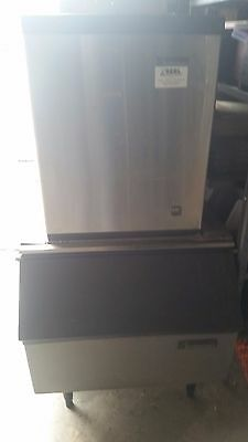 Scotsman CME306AS-1C commercial ice machine maker for bar/restaurant