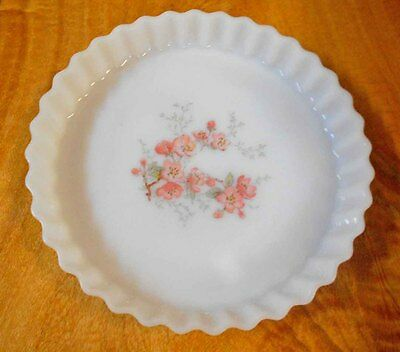 Vintage Pyrex, Milk Glass  Arcopal 'Florentine' Scalloped Flan Dish perfect cond
