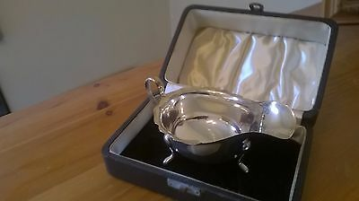 HALLMARKED SOLID SILVER SAUCE/GRAVY BOAT 1946 Viners Ltd. Sheffield. With Box.