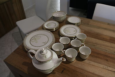 "Royal Doulton ""White Nile"" Dinner Set"