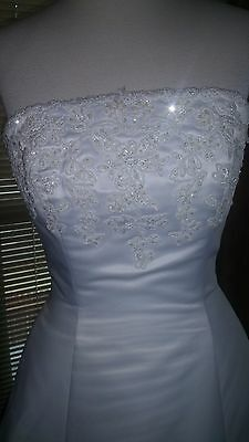 Stunning Strapless Beaded Wedding Gown with Flowing Train Size Size 2