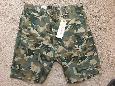 NWT Mens Levi's Cargo CAMOUFLAGE Shorts Sz.30 MSRP $50