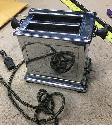 Antique Vintage Toaster Universal Landers Frary Clark E7722F.    W/ Cord