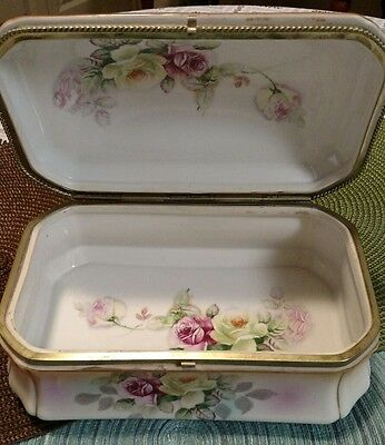 1890-1900 Lg. Hinged Hand Painted  Dresser Box w/ Roses on outside/inside box