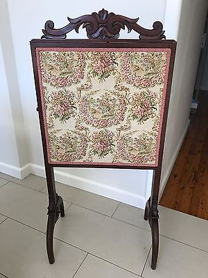VINTAGE TAPESTRY FIRE PLACE  SCREEN  ANTIQUE Mahogany.