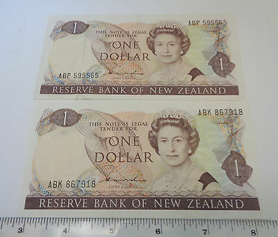 Lot of 2 New Zealand One Dollar notes / ABK and ABP